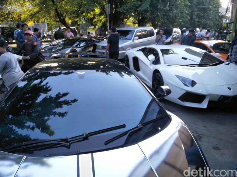 Alasan Hotman Paris Pilih Mobil Dibandingkan Motor Foto: Ruly Kurniawan