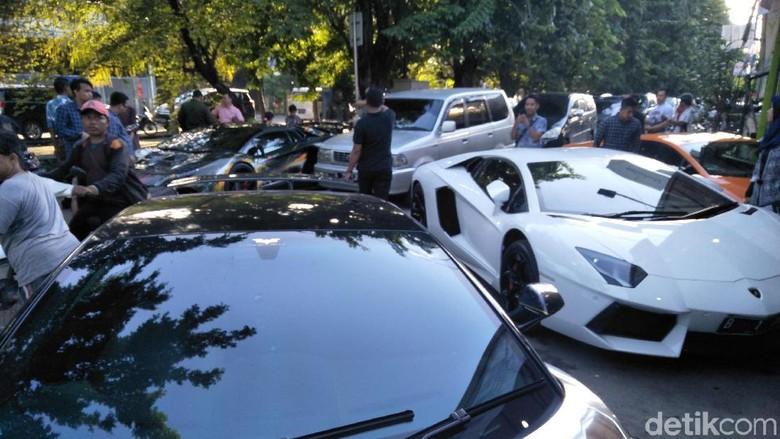 Hotman Paris: Pemilik Mobil Mewah Jangan Dimusuhin Foto: Ruly Kurniawan
