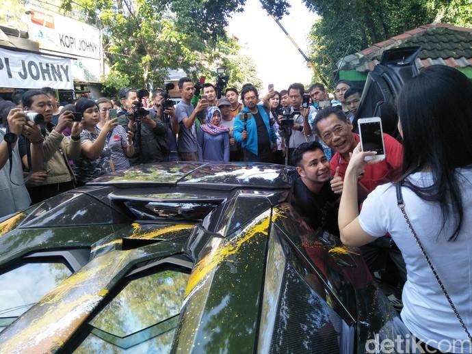 Ketika Hotman Paris, Raffi Ahmad dan Pencinta Lamborghini Ngopi Bareng
