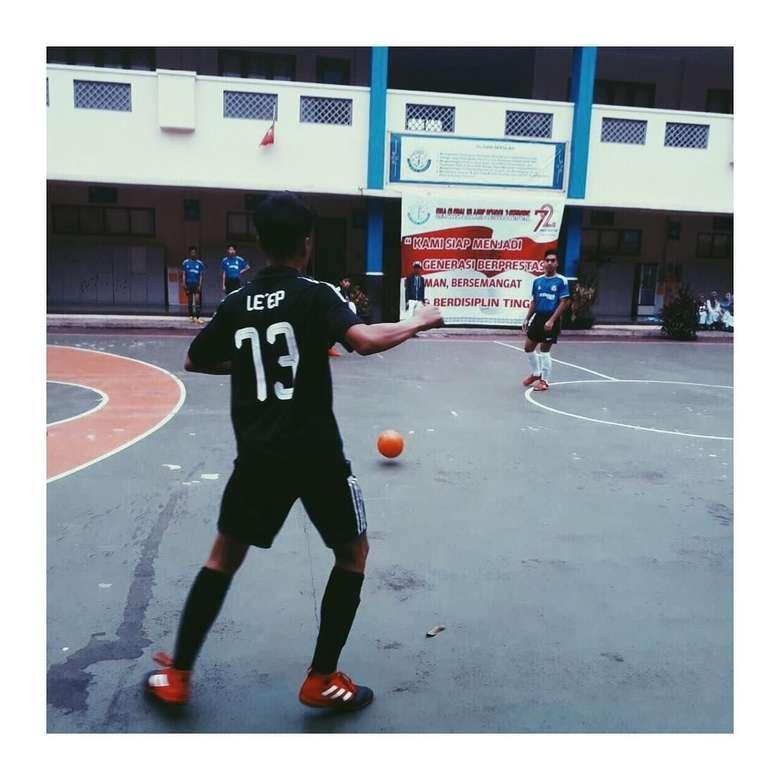 Abidzar memang menggemari olahraga futsal dan sering mewakili sekolahnya dalam kejuaraan. (Foto: Instagram/abidzar79)