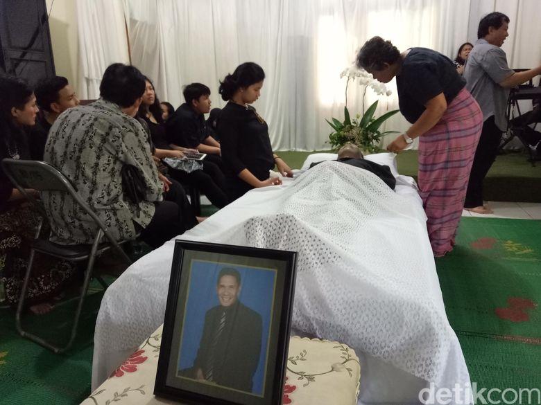 Kabar duka dari dunia seni peran Tanah Air, aktor Advent Bangun meninggal dunia. Foto: Veynindia Esaloni Pardede/detikHOT