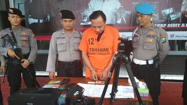 Polisi juga menyita peralatan pelaku sebagai barang bukti