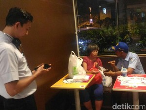 Mirah Diangkut Dinsos Jakut karena Sering Tidur-Mandi di Restoran
