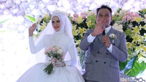 Angel Lelga dan Vicky Prasetyo resmi nikah.