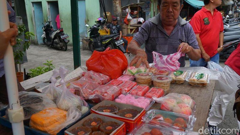 Glodok terkenal dengan kawasan pecinan. Di sinilah, berbagai kuliner khas Etnis Tionghoa tersedia. Mulai dari yang ukuran kecil hingga sedang pun ada (Shinta/detikTravel)