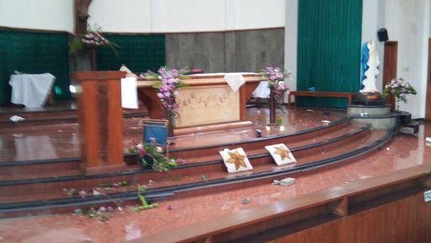 di Gereja Lidwina, Dk. Jambon Trihanggo, Sleman, Minggu (11/2).