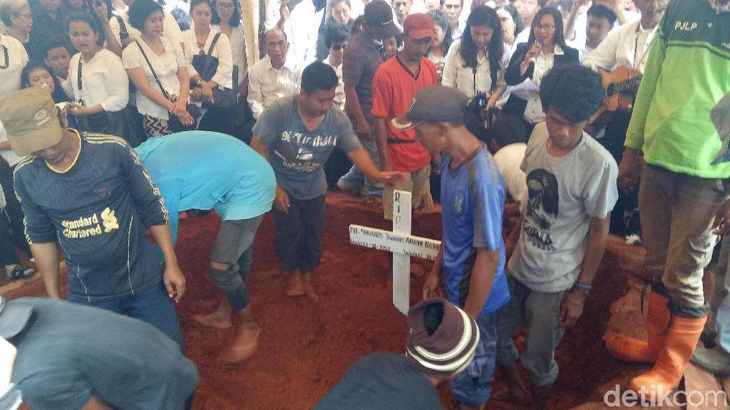 Suasana Pemakaman Advent Bangun