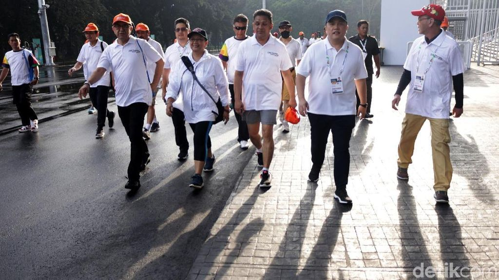 Menlu Retno Pimpin Jalan Santai Diplomatic Walk