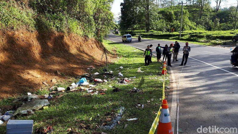 TKP Kecelakaan di Tanjakan Emen, Subang (Foto: Muklis Dinillah)