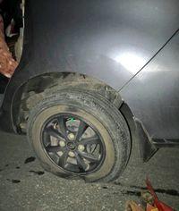 Pecah ban kerap menjadi penyebab kecelakaan yang mematikan.