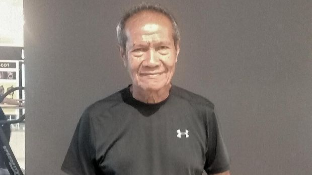 Paulus Pesurnay tetap bugar di usia 77 tahun