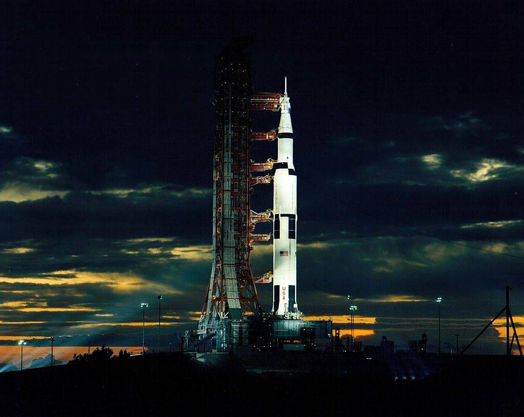Inilah Apollo 17 menjelang peluncurannya ke Bulan pada 7 Desember 1972 sebagai misi terakhir program Apollo dari NASA untuk mendaratkan manusia di Bulan. Foto: NASA