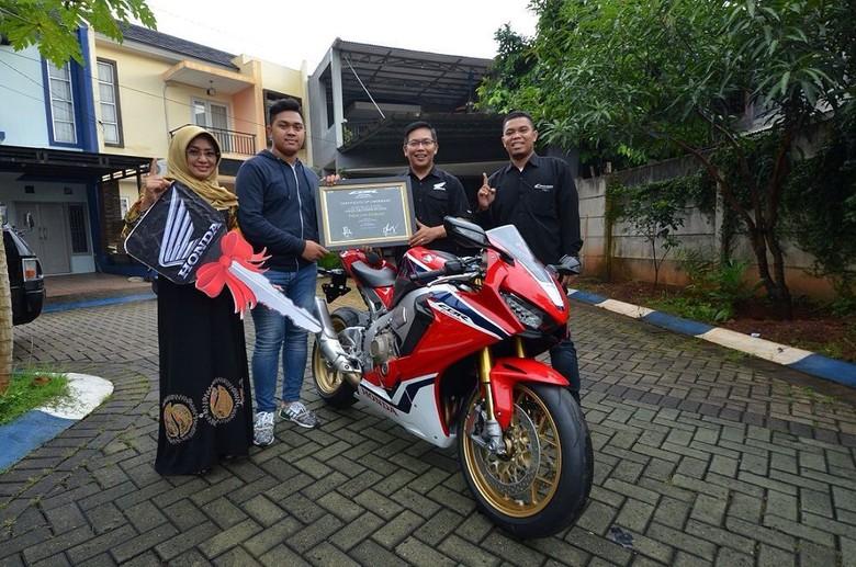 Ini Orang Indonesia Pertama yang Punya Moge Honda CBR1000RR SP. Foto: PT Wahana Makmur Sejati