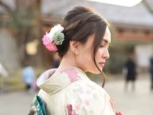 <i>So Pretty</i>! Gaya Shandy Aulia Kenakan Kimono di Jepang