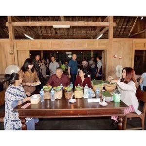 Mengintip Potret Ani Yudhoyono Saat Menikmati Makanan Bersama Keluarganya