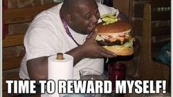 Saking ngetrennya metode diet saat ini, netizen pun kreatif membuat meme yang berisi tentang fenomena perjuangan setiap orang ketika diet. Seperti apa sih?