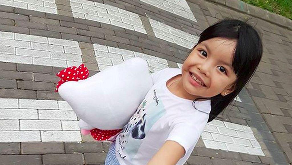 Tingkah Menggemaskan Putri Semata Wayang Denada