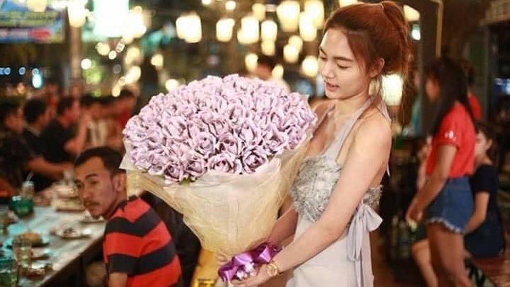 Viral Suami Beri Hadiah untuk Istri Buket Uang Rp 10 Juta, Netizen Iri