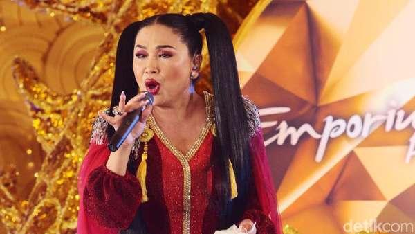 Titi DJ Bergaya Kuncir Dua, Yay or Nay?