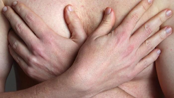 Bukan hanya wanita, ternyata pria juga bisa terkena kanker payudara. Seperti yang diidap Khevin Barnes yang tak pernah mengira hal ini. Foto: ilustrasi/thinkstock