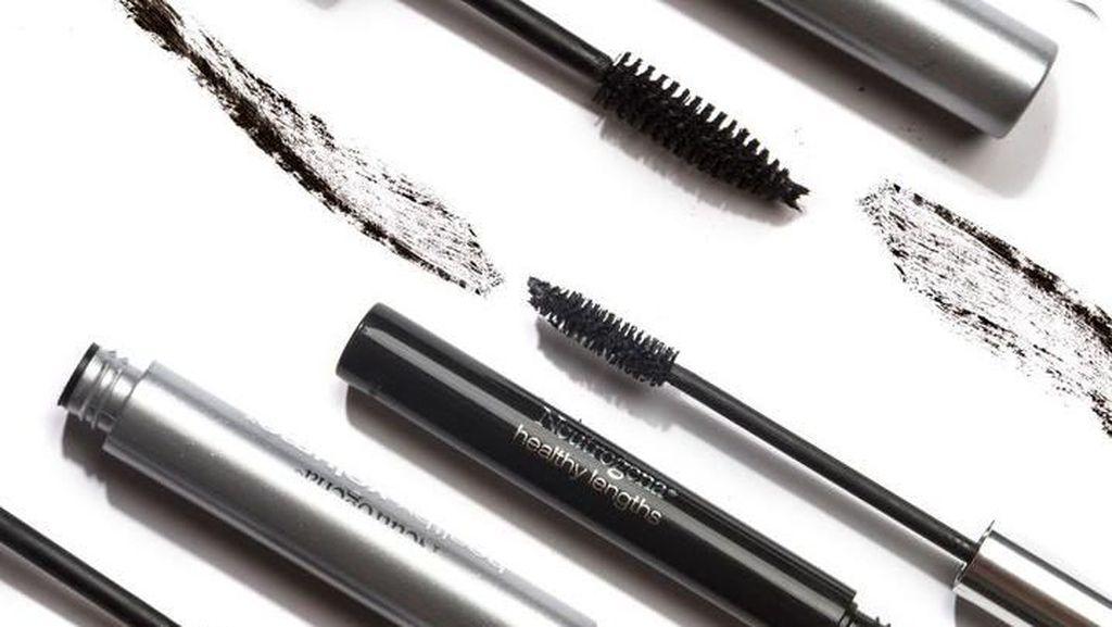3 Kesalahan Umum Pakai Maskara Menurut Makeup Artist