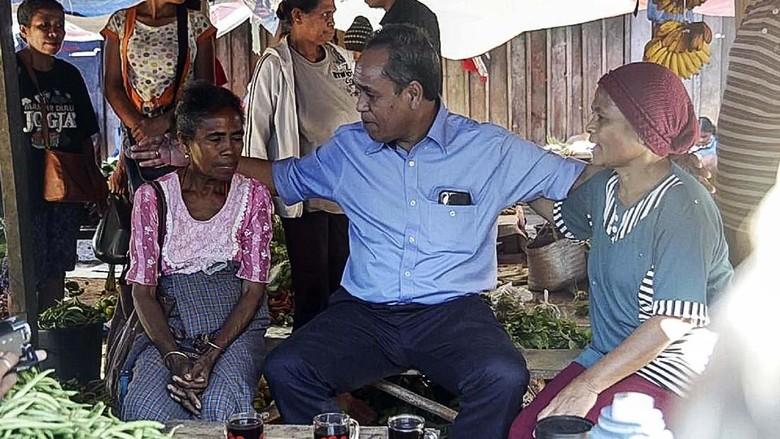 Kampanye Perdana, Benny Harman Janjikan Program Desa Menyala di NTT