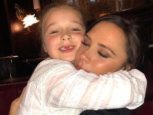 Baru Usia 7 Tahun, Anak Victoria Beckham Facial Wajah di Salon Mewah