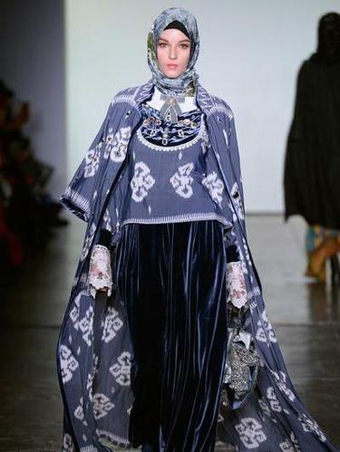 Vivi Zubedi Jadi Satu-Satunya Desainer Hijab di New York Fashion Week