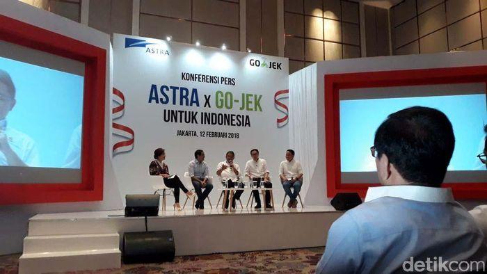 Presiden Direktur Astra Internasional Tbk Prijono Sugiarto mengatakan, bahwa pihaknya akan merealisasikan penyuntikan modal kepada Go-Jek sebesar US$ 150 juta, angka itu setara dengan Rp 2,025 T (kurs Rp 13.500).
