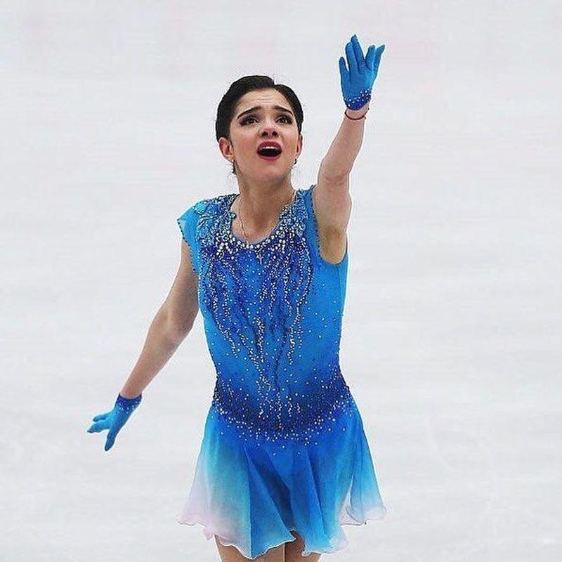 Ice skater Evgenia Medvedeva memecahkan rekornya di PyeongChang Winter Olympics 2018. Tentu ini jadi prestasi terbaik untuknya dan negaranya, Rusia (Albert Gea/Reuters)