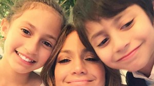 Potret Manis Jennifer Lopez dan Anak-anaknya