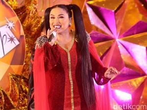 Titi DJ Bergaya Kuncir Dua, <i>Yay or Nay</i>?