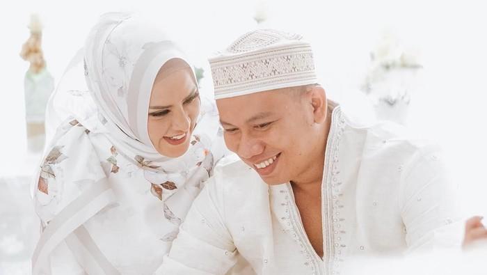 Prahara pernikahan Angel Lelga dan Vicky Prasetyo berakhir pada gugatan cerai. Belajar dari kasus Vicky, ini tanda komunikasi pasangan yang kurang baik. Foto: Instagram