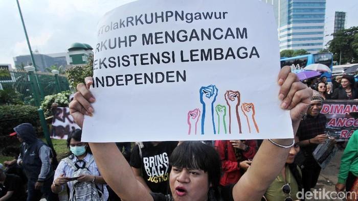 Salah satu aksi masyarakat menolak RUU KUHP (Foto: Lamhot Aritonang)