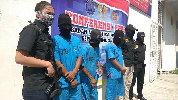Jumpa pers BNN Aceh terkait penangkapan tersangka sindikat narkoba internasional, Senin (12/2/2018)