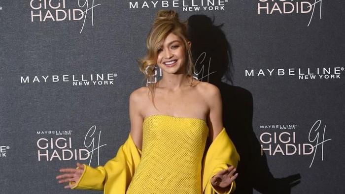 Gigi Hadid menjadi perbincangan setelah tampil di New York Fashion Week. Ia terlihat sangat kurus, yang ternyata disebabkan oleh penyakit Hashimoto. Foto: Getty Images