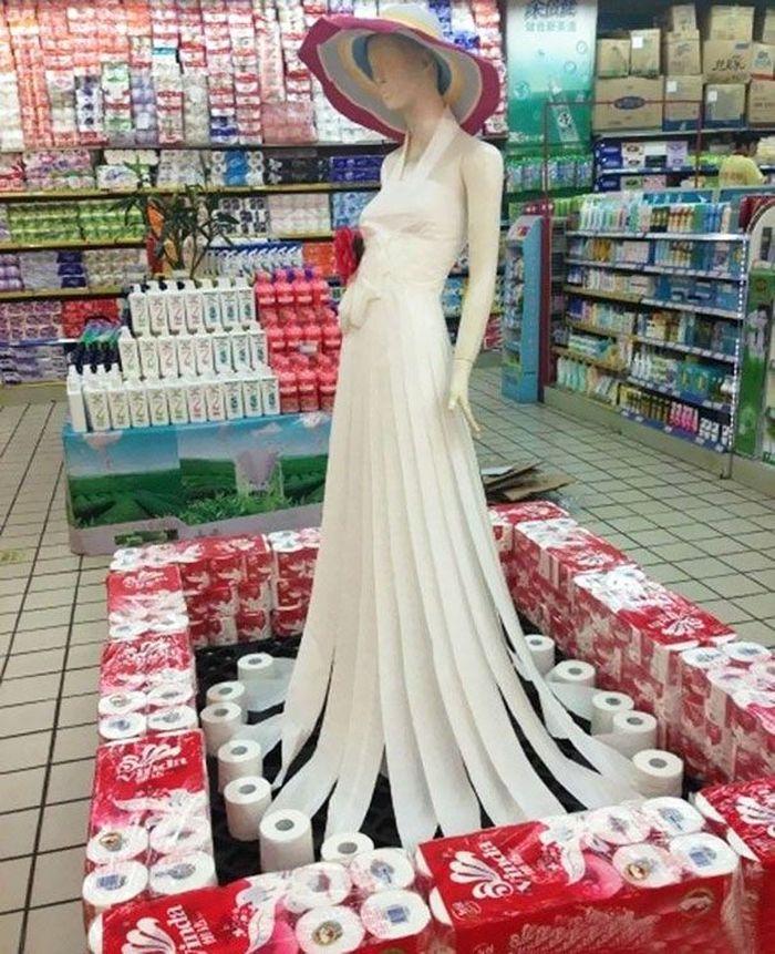 Gaun putih yang indah. Eh, tunggu dulu, ternyata itu tissue yang disusun menjadi gaun. Istimewa/Berodpanda