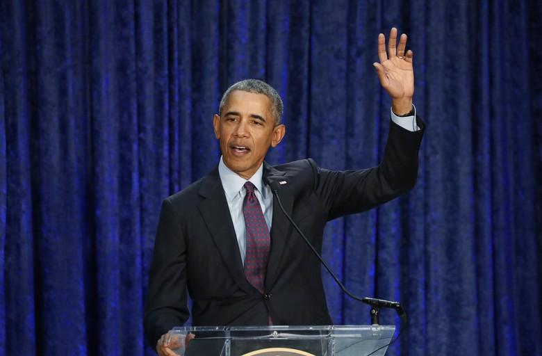 Mantan presiden AS Barack Obama mengaku dilarang mengendarai motor sendiri oleh secret service. Foto: Dok. REUTERS/Jim Bourg
