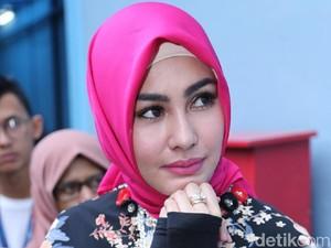 Pakai Niqab saat di Bandara, Kartika Putri Merasa Terintimidasi