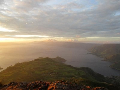 Sunrise di Danau Toba yang Bikin Semangat