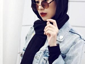 Dosen Cantik Asal Bandung Ini Gaya Hijabnya Kekinian Ala Anak Muda