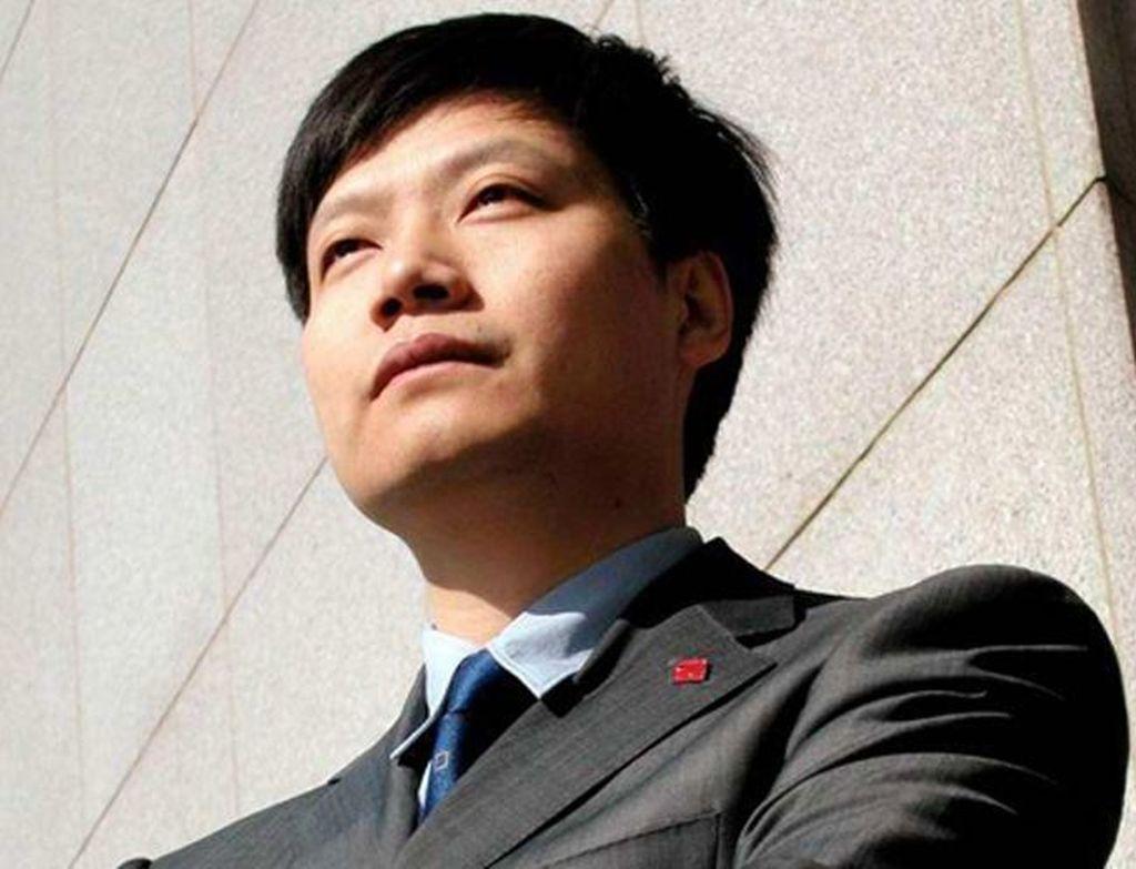 Lei Jun lahir di Xiantao, kota kecil di provinsi Hubei, China. Sedari kecil Lei Jun lebih tertarik terhadap produk teknologi. Dia sudah coba mendirikan perusahaan di akhir kuliah di Wuhan University. Foto: istimewa