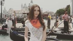 Blogger cantik asal Rusia ini mengunggah foto payudaranya yang terlihat kotak di media sosial. Ia menuntut ganti rugi tempat yang memasang implan tersebut.