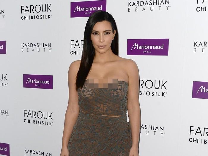 Kim Kardashian banyak melakukan prosedur kecantikan yang mungkin dianggap beberapa orang aneh. Salah satunya mungkin adalah operasi dengan laser untuk mengencangkan vaginanya. Foto: Getty Images