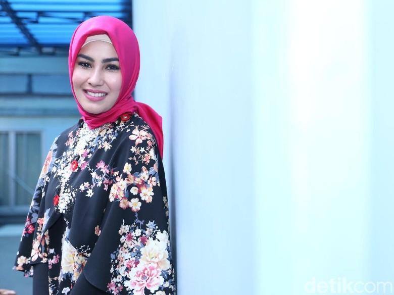 Mulai Kenakan Pakaian Syari, Kartika Putri Tak Bosan Terima Teguran