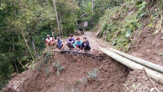 Longsor di Kabupaten Magelang.