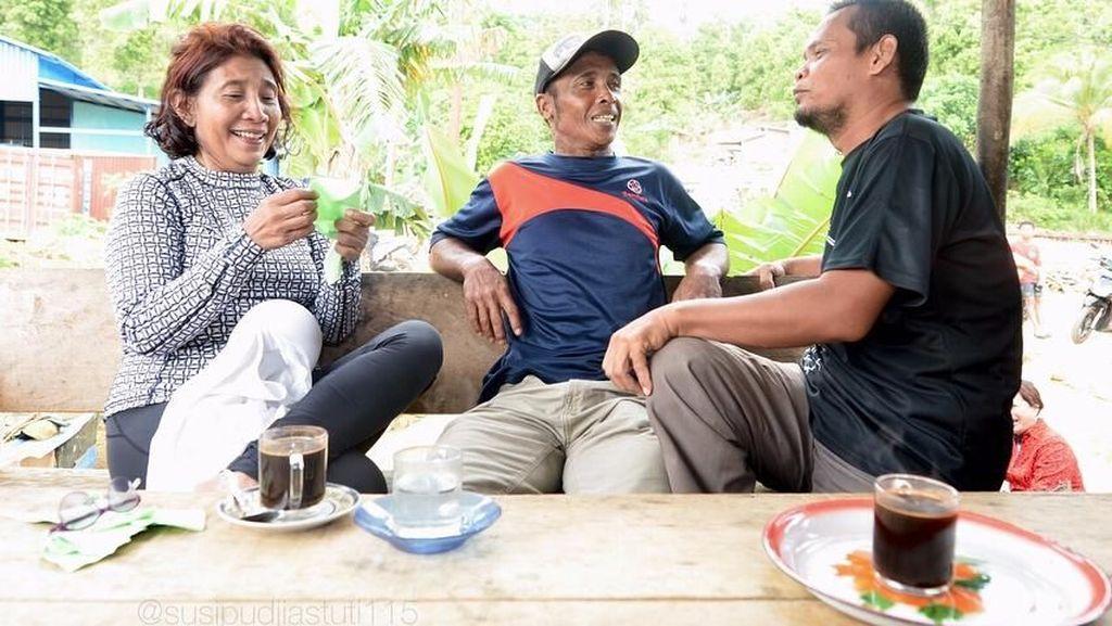Serunya Gaya Politisi Saat Ngopi hingga Aksi BCL Memasak Buat Suami