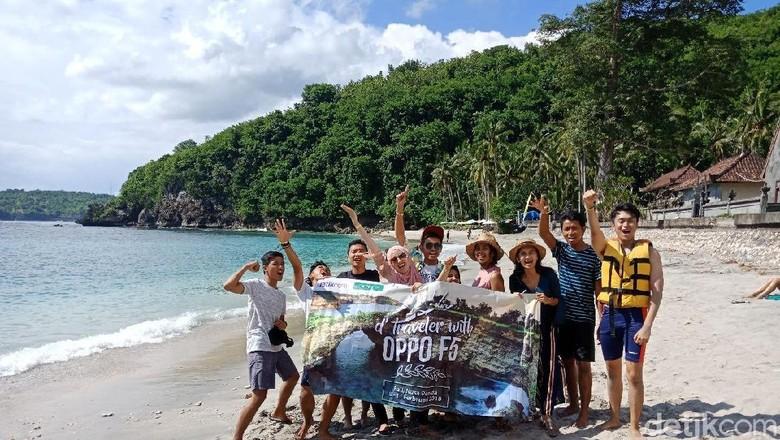 Saat #dTravelerWithOPPOF5 di Crystal Bay, Bali (Masaul/detikTravel)