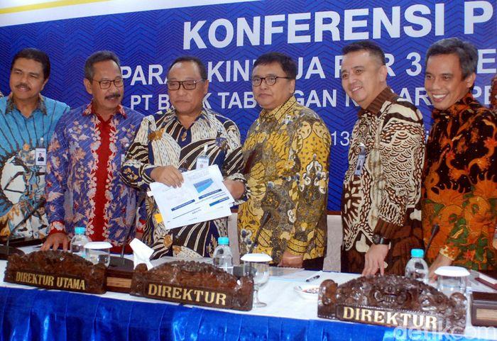 Direktur Utama Bank BTN Maryono memberikan paparan kinerja di Menara BTN, Jakarta, Selasa (13/2/2018).
