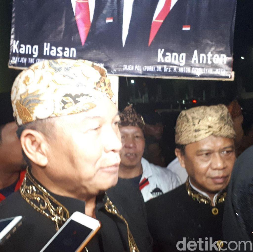 Hasanudin-Anton Awali Debat Cagub Jabar dengan Pantun